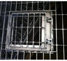 Access hatch in open mesh flooring - Industrial Access Metalwork