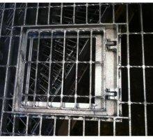 Access hatch in open mesh flooring - Industrial Access Metalwork