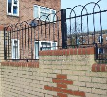 Interlaced Bowtop Railings - Residential Fencing