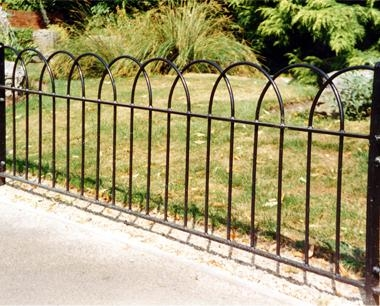 Regency Interlaced Bow Top Fencing