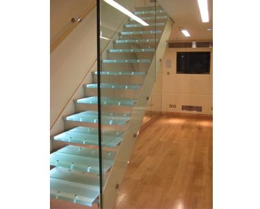 Steel staircases with glass tread