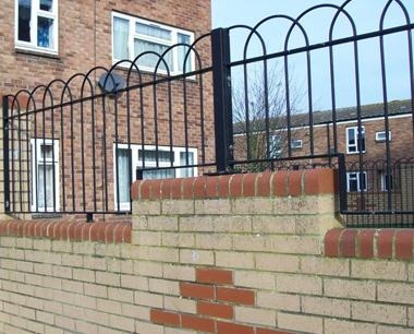 Residential Interlaced Bow Top Fencing